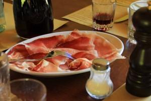 Prosciutto-di-Parma-Piatto-di-prosciutto-tavola-1440X960